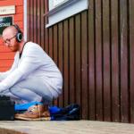 Musiker Improvisivel gjør klar lyden på Leikskeid