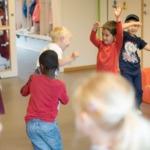 Veslefrikk barnehage i Lier danser flash mob